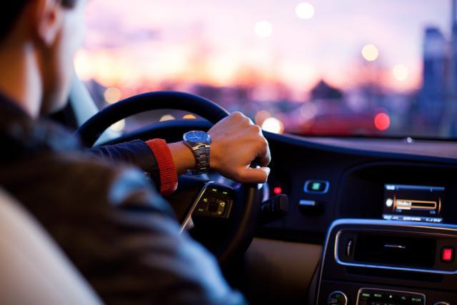 送迎ドライバーの求人はどこで見つける?